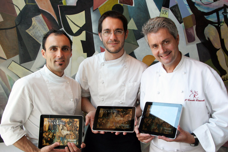 Mikel, Paul y Fernando presentan el iPad de Etxanobe